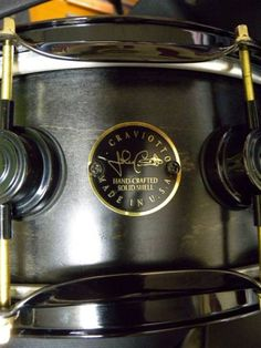 ♪ DWスネア クラビオット CRAVIOTTO Solid Maple 14X5.5_ジョニー・クラビオット氏エンブレム