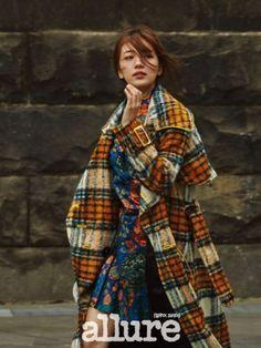 수지 화보 공개가수 겸 배우 수지의 팔색조 매력이 새로 공개된 패션 화보를 통해 다시 증명됐다.패션매거진 얼루어(allure)는 9월 호 커버걸로 나선 수지의 ...