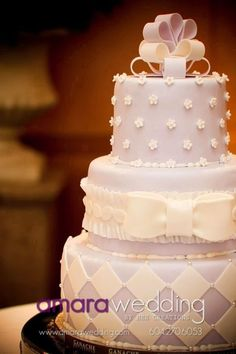 Torta de boda malva y blanco - 上品 : ♡リボンを使ったウェディングケーキ集♡【随時更新中】 - NAVER まとめ