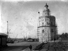 Así se llevó a cabo la restauración de la Torre del Oro en 1900. La tercera de las cinco que se han acometido