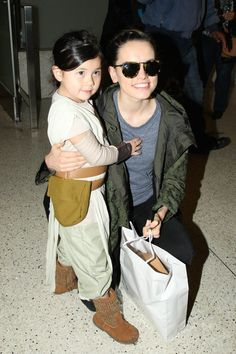 Daisy Ridley Photos: Daisy Ridley Arrives at LAX and stops to take a photo with an adorable little Star Wars fan.