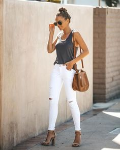 Espadrilles Outfit, Wedges Outfit, White Pants Outfit, Summer Pants Outfits, Casual Summer Outfits, Outfit Jeans, Jean Outfits, Stylish Outfits, Gowns