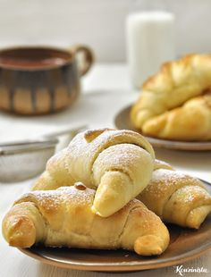 Sweet or savory croissants in Pi and Phi - Nutella 2019 Croissants, Nutella, Food Network Recipes, Cooking Recipes, The Kitchen Food Network, Homemade Butter, Crescent Rolls, Greek Recipes, Sweet Bread