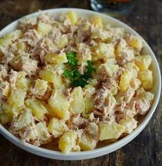 Ici, on a souvent le réflexe « salade de pommes de terre Clean Eating, Cooking Recipes, Healthy Recipes, Healthy Meals, Meals For One, Food Inspiration, Salad Recipes, Good Food, Food And Drink