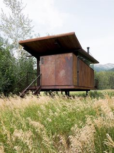 One way to avoid zoning codes build your house on wheels! Located in Mazama Washington. Designed by Tom Kundig by environmentaldesign Metal Siding, Metal Roof, Casa Magna, Build Your House, Building A Shed, Building Plans, Construction, Prefab Homes, Prefab Cabins