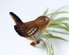 Wood bird brooch / Wren pin / forest animals / forest bird pin / woodland jewelry / wren bird wool jewelry / original gift for nature lover