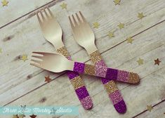 Party Design Basics: DIY Custom Party Utensils - Three Little Monkeys Studio Diy Party, Party Gifts, Party Ideas, Glitter Crafts, Glitter Party, Gold Glitter, Tangled Party, Design Basics, Diy Kitchen Decor
