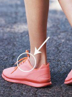 Hätten Sie's gewusst? Ewig haben wir uns gefragt, wofür das zusätzliche Loch für Schnürsenkel an Sneakern eigentlich ist. Die Auflösung gibt's im Video...
