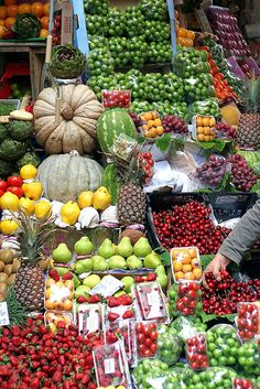 Fresh fruit and vegetable market, Istanbul, Turkey