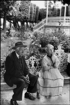 Please look @ garden in back ground. Guanajuato, México, 1963.    by Henri Cartier-Bresson
