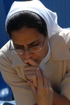 Oran los feligreses en Cuba por el amor y el futuro: En la Santa Misa del Papa Benedicto XVI en la Plaza de la Revolución José Martí se prosiguió con la oración universal de los fieles. En ella el Sumo Pontífice convocó a los feligreses, al acercarse la solemnidad de la Pascua, a vivir el compromiso de la conversión y el servicio fraterno, y les convocó a suplicar juntos la abundancia de sus gracias. Foto: Calixto N. Llanes
