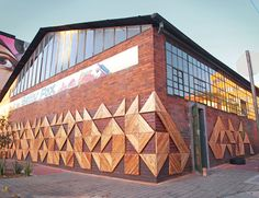 Artist beautified Johannesburg's urban fabric yet again with Betty Fox, his recently completed reclaimed wood art installation. Natural Building, Green Building, Reclaimed Wood Art, Recycled Wood, Wooden Street, Paper Wall Art, Urban Fabric, Eco Architecture, Eco Friendly House