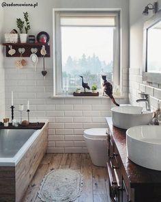 Auch im Badezimmer dürfen schöne Deko-Accessoires nicht fehlen. Ein absolutes Muss für das perfekte Bad: Kerzenschein. Der Kerzenhalter ist perfekt in dieser romantisch rustikalen Wohlfühloase! // Badezimmer Ideen Badewanne Kerzen Holz Deko - Badezimmer - Badezimmer Planen, Rote Badezimmer, Badezimmer Rustikal, Badezimmer Klein, Badezimmer Kaufen, Badezimmer Accessoires, Badezimmer Design, Badewanne Dekoration, Bad Inspiration