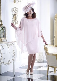 5 collections, 2 designers and two important ladies to dress! Over 50 Modern Mother of the bride and groom outfit ideas will leave them spoilt for choice. Mother Of Bride Outfits, Mother Of Groom Dresses, Mother Of The Bride, Mob Dresses, Event Dresses, Bride Dresses, Fashion Dresses, Occasion Wear, Special Occasion Dresses