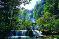 Lor Su Waterfall is one of the most fascinating natural tourist destinations in Thailand. Located near the border between Thailand and Myanmar with many shopping malls and exotic restaurants around, you will have a great view of this wonderful waterfall from a distance.
