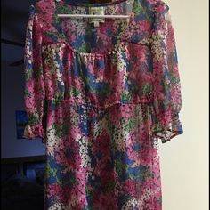 Boutique tunic floral in medium Boutique tunic floral in medium- sheer so wear leggings underneath. Beautiful for spring and summer! Tops Tunics