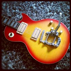 Les Paul copy: Ibanez '70 neck, handcrafted body by Banchi, Gibson P94 pickups, Bigsby vibrato