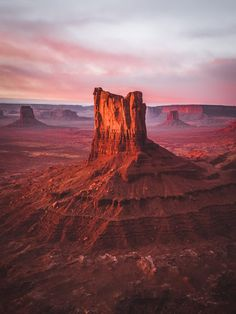 Travel What You Should Know For A Great Trip. You may be in the position of worrying about how to plan out your next trip properly. Know that your trip need not be stressful. The traveling tips in this Monument Valley, Beautiful World, Beautiful Places, Wonderful Places, Desert Life, Desert Road, Bryce Canyon, Beautiful Landscapes, Cool Landscapes