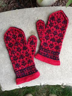 a knit and crochet community Knitted Mittens Pattern, Knitted Gloves, Lace Knitting, Knitting Socks, Knitting Patterns, Knit Crochet, Knitting Accessories, Knitting Projects, Tejidos