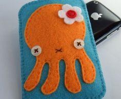 iPhone Case Felt Cute Octopus Turquoise Blue via Etsy Felt Phone Cases, Felt Case, Ipod Cases, Iphone Case, Felt Pouch, Felt Diy, Felt Crafts, Cute Octopus, Octopus Crafts