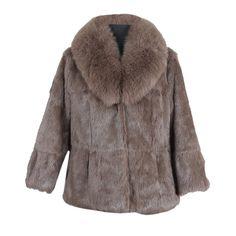 Manteau En Lapin Pauline 345,00 € Couleur: Taupe Tailles disponibles: S, M, L, XL, XXL, XXXL