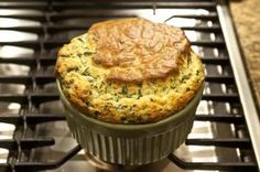 Try this spinach soufflé recipe for a delicious, elegant meal. Soufflé with spinach. Gluten Free Sides Dishes, Gluten Free Recipes, Fodmap Recipes, Flan, Spinach Souffle, Souffle Recipes, Side Dish Recipes, Side Dishes, Egg Recipes