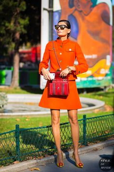 Giovanna Battaglia in orange with accessories in red and yellow. Street Style 2017, Spring Street Style, Street Chic, Spring Summer Fashion, Giovanna Battaglia, Fashion Mode, Fashion Editor, Love Fashion, Fashion Outfits