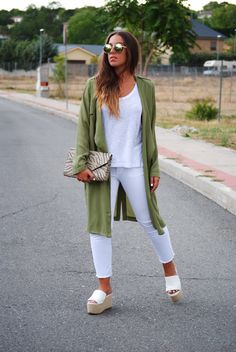 Khaki green and white outfit. Casual chic summer look. Trench. Flatform sandals. Trendencies