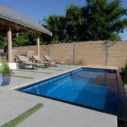 piscina contenedor #Construccion Swimming Pool Parts, Swimming Pool House, Swimming Pool Designs, Swimming Pools, Mod Pool, Shipping Container Swimming Pool, Moderne Pools, Concrete Steps, Small Backyard Landscaping