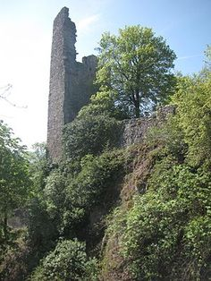 The Burg Altenbaumburg, is a ruined castle above the town of Altenbamberg in Rhineland-Palatinate, Germany.[