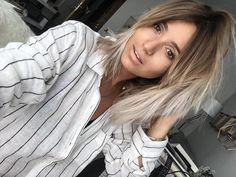 B L O G G E R (@noholita) • Photos et vidéos Instagram Fancy Hairstyles, Down Hairstyles, Mushroom Hair, Hot Hair Colors, Hair Color Techniques, Lob Hairstyle, Festival Hair, Let Your Hair Down, Hair Affair