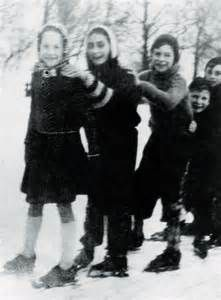 Anne Frank (second from left) ice skating with friends in Vondel Park, Amsterdam, I never saw this photo before. Old Photos, Vintage Photos, Margot Frank, Anne Frank House, Cultura General, People Of Interest, Interesting History, Friend Photos, Ice Skating