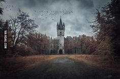 An overcast day at Miranda Castle, Belgium