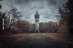 An overcast day at Miranda Castle, Belgium