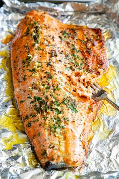 Baked Salmon in Foil with Garlic, Rosemary and Thyme Keto}. Baked Salmon in Foil with Garlic, Rosemary and Thyme Keto} Recipes This Baked Salmon in Foil with Garlic, Rosemary and T. Baked Salmon Recipes, Fish Recipes, Seafood Recipes, Paleo Recipes, Healthy Dinner Recipes, Cooking Recipes, Easy Healthy Salmon Recipes, Delicious Salmon Recipes, Recipies