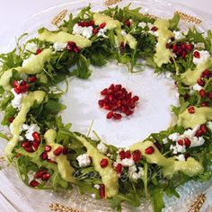 Christmas Wreath Salad with Arugula & Avocado Dressing/Cooking(&)Art Xmas Food, Christmas Cooking, Christmas Recipes, Polenta Recipes, Salad Recipes, No Cook Desserts, No Cook Meals, Salad Bar, Holiday Dinner