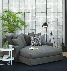 un joli fauteuil de lecture gris pour le salon