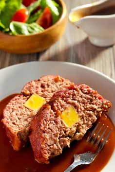 This easy meatloaf recipe is made with Lipton Onion Soup and is a classic! Is one of my best main dishes that also uses bread crumbs. recipe lipton Old School 'Lipton Onion Soup' Meatloaf Recipe Onion Soup Meatloaf, Easy Meatloaf, Meatloaf Recipes, Meat Recipes, Gourmet Recipes, Dinner Recipes, Cooking Recipes, Hamburger Recipes, Pastries