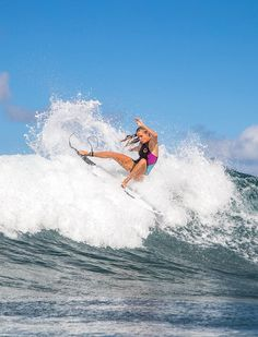 1e15e53fc25 Surf lesson with a hot woman causes confusion between couples