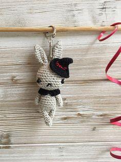 Porte clé Halloween lapin, Porte clé crochet, Porte clef amigurumi, lapin porte clés, Bijou de sac, cadeau mignon, porte-bonheur, mini-lapin - Créateurs de France Produit By une pelote de laine