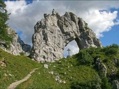 Un'escursione al Rifugio Bietti Buzzi è molto bella per il panorama, ha un dislivello abbastanza limitato, ma non bisona sottovalutare i punti coi ghiaioni.
