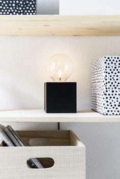 KARWEI | Deze moderne kubuslamp heeft een strakke, maar speelse uitstraling.