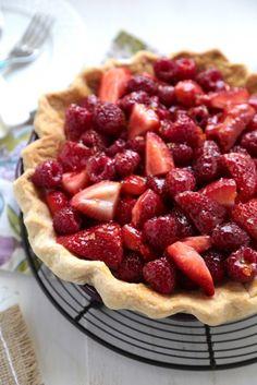 No Bake Sour Cream Berry Pie |www.countrycleaver.com