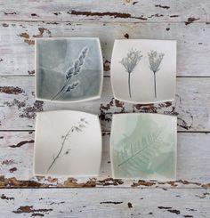 Very Small Impressed Porcelain Floral Square Dishes Ceramic Tableware, Ceramic Decor, Ceramic Clay, Ceramic Pottery, Clay Art Projects, Ceramics Projects, Tile Crafts, Clay Crafts, Pottery Painting