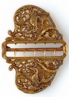 AN ART NOUVEAU GOLD BUCKLE - ca 1900.
