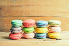 Macarons ! I need one of this NOW! Macarons Colorful, Nom Nom