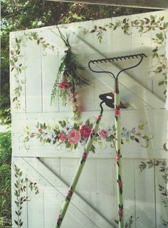 What a sweet idea to brighten up an otherwise.. Dowdy shed door...