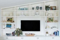 Actress Minnie Driver recently teamed up with One Kings Lane Interior Design for a full makeover of her Malibu beach home. Step inside her breezy, coastal oasis here. Psst: You can shop everything in the space, too! One Kings Lane, Double Wide Trailer, Double Wide Remodel, Light Blue Kitchens, Geometric Side Table, Green Wall Color, Malibu Beach House, Beach Condo, Malibu Homes