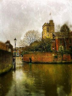Lovely photo of St Mary the Virgin Church, Twickenham, with the slip going up to Church Street.