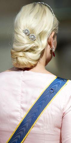 For kronprinsesse Mette-Marit (42) har det vært litt av et kjoleår; fra nye luksuskjoler fra Valentino og Giambattista Valli til gjenbruk av gamle favoritter. Her er kronprinsessens største moteøyeblikk fra 2015.